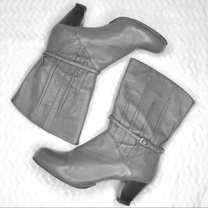 Frye Lisa 8L Pleated Gray Boots, Size 9.5